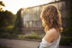 金髪女性の写真
