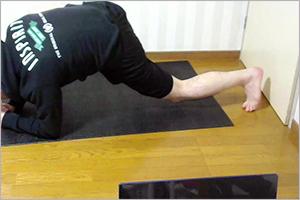 ドクタートレーニングオンラインで股関節のストレッチ